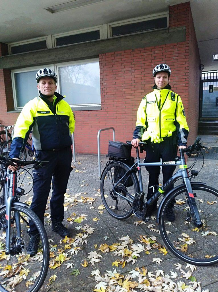 2 von 40 Berliner Bike-Cops: KOK Genger und PM Schmiedel